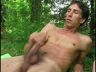 Open air becomes the perfect place for anal fucking among naughty gays.