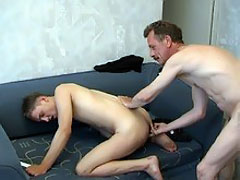 Skilful daddy gives a gay sex lesson