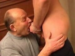 Old horny sub gets his ass topped by a nasty young twink right at the front door